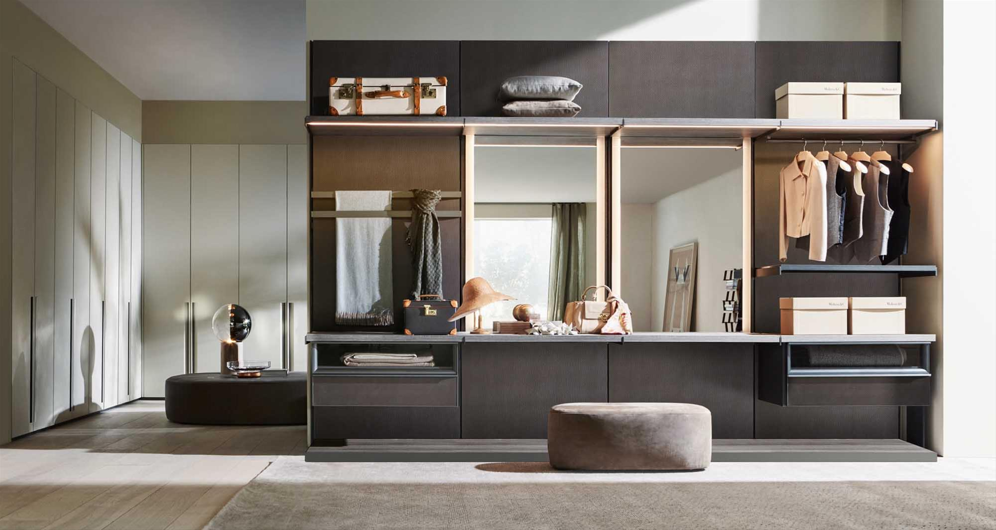 l esclusiva cabina armadio di molteni corso europa. Black Bedroom Furniture Sets. Home Design Ideas